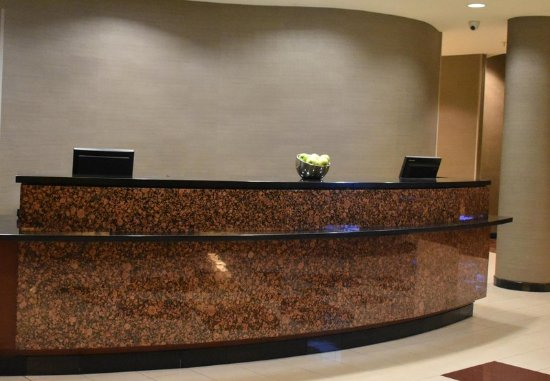 Farmingdale, État de New York : Front Desk