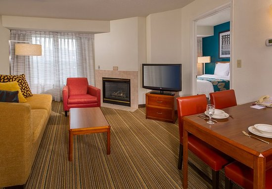 Ellicott City, MD: Two-Bedroom Suite