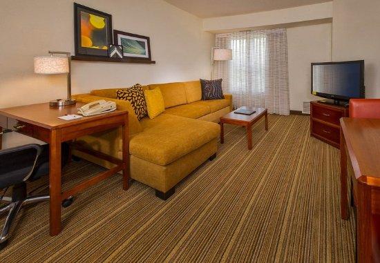 Ellicott City, MD: One-Bedroom Suite Living Area