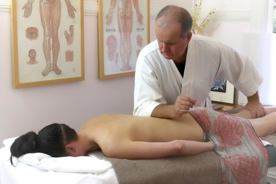 Leura, Australien: Remedial Massage - Treats the body for traces of discomfort as far as possible back to the cause