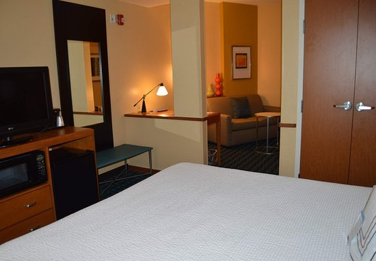Channelview, TX: King Suite