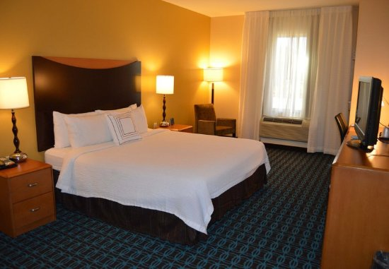 Channelview, TX: King Guest Room