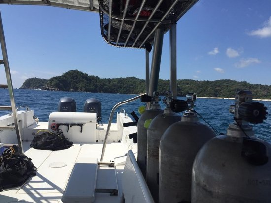 Huatulco Dive Center: view from the boat