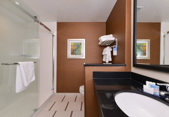 Gallup, NM: Guest Bathroom
