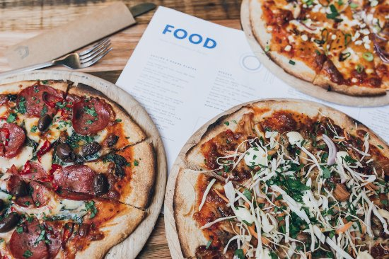 Albury, Australien: Pizza Tuesdays at PH - 2 for 1 Pizza's all day