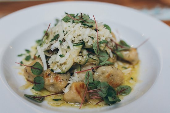 Albury, Australien: Locally grown seasonal produce elevates the menu from classic pub fare to contemporary cuisine
