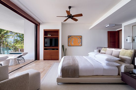 Dorado Beach, a Ritz-Carlton Reserve: Two Bedroom Residence Mid/Second Floor Master bedr