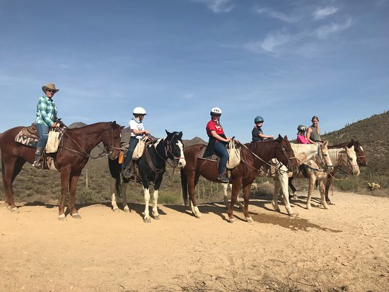 Cave Creek, AZ: Grandma, Kids ages 9, 12, 7 and 5 and Mom on 1 hour trail ride at Spur Cross Stables