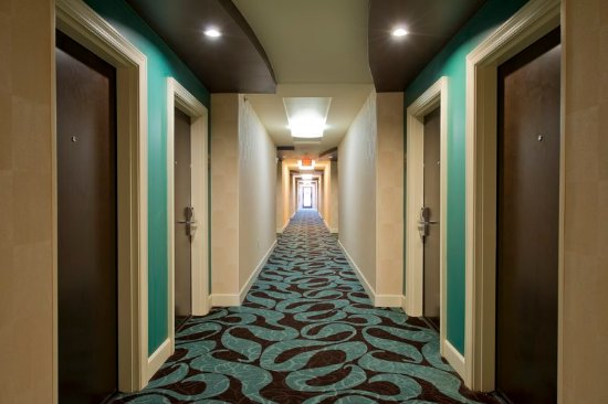 College Park, Georgien: Our hallways carry on our delightfully whimsical and classic style