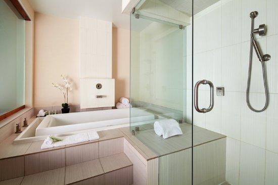 The Westin San Diego Gaslamp Quarter: Renewal Suite Bathroom