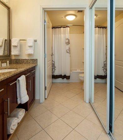 West Greenwich, โรดไอแลนด์: Studio Suite Bathroom