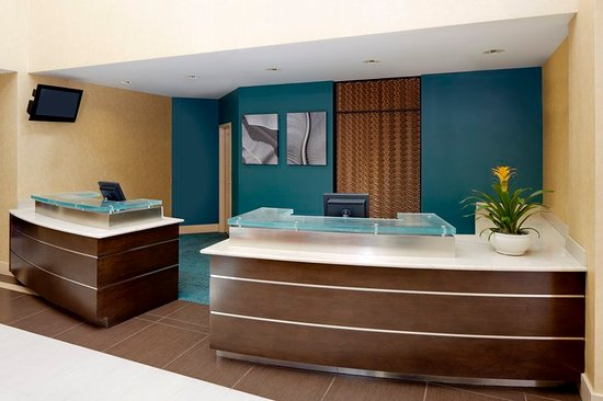 Lake Mary, FL: Front Desk