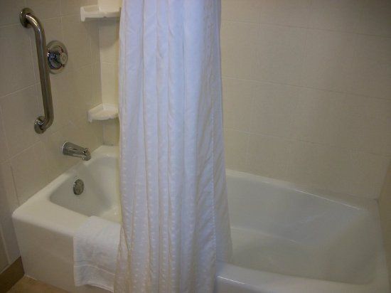 Holiday Inn Hotel & Conference Center: Holiday Inn Express And Suites Valdosta - TWO QUEE