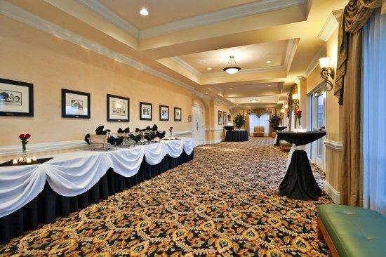 Valdosta, GA Holiday Inn Pre-function Area to Magnolia Ballroom