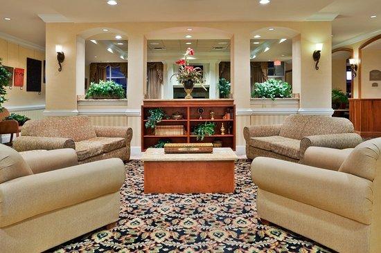 Valdosta, GA Holiday Inn Warm, Modern and Spacious Reception Area