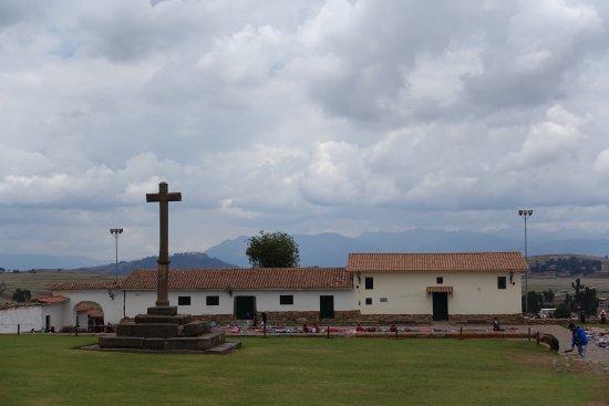 Complejo Arqueologico Chinchero: View of square from the church