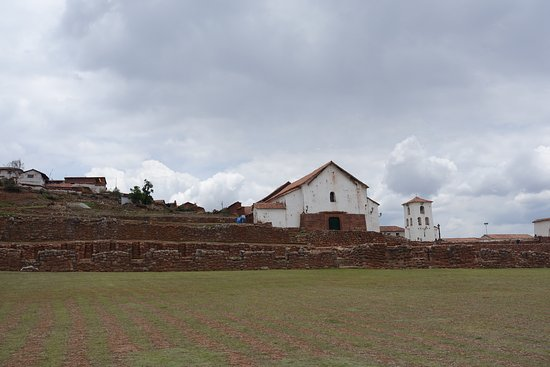 Complejo Arqueologico Chinchero: Terraces and church