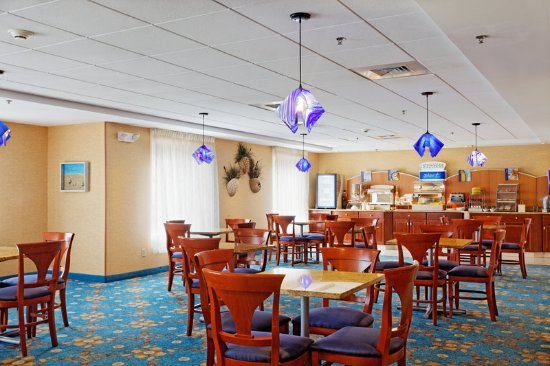 Holiday Inn Express Branford/New Haven: Breakfast Area