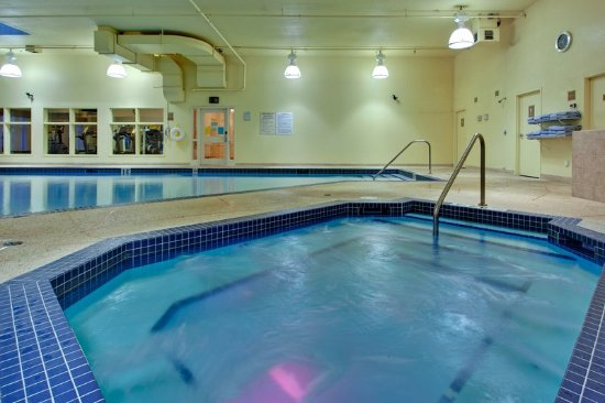 Nisku, Canada: Come and relax in our hot tub after a hard days work