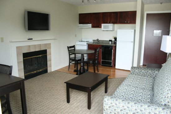 Bloomington, IL: One Bedroom King Suite Living Room And Kitchen