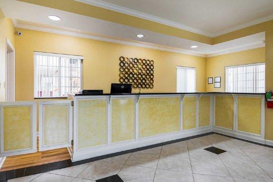 Bryant, AR: Hotel lobby