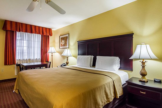 Bryant, AR: Guest room with king bed(s)