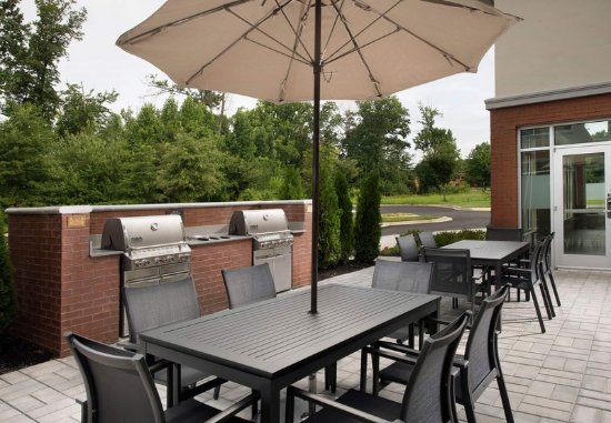 Residence Inn Baltimore Owings Mills: Outdoor Patio