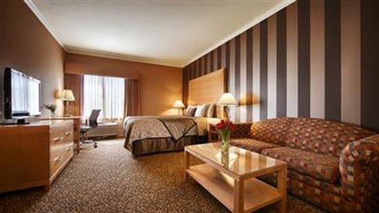 Dixon, CA: King Bedroom