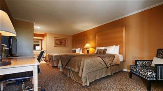 Dixon, CA: Double Queen Bedroom