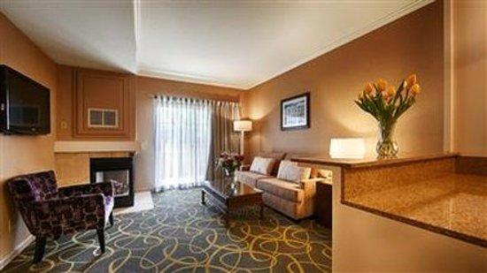 Dixon, CA: Suite Living Room