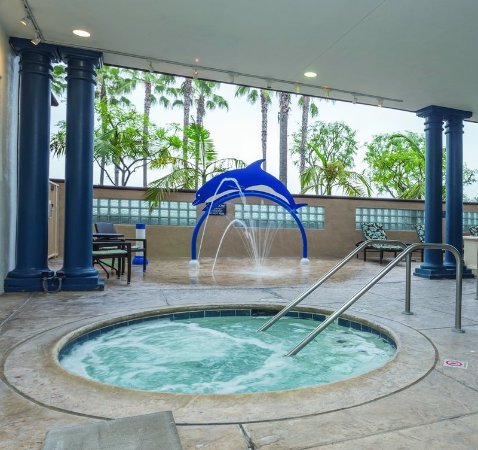 Peacock Suites: Outdoor Hot Tub