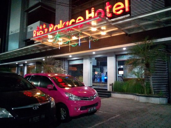 Riez Palace Hotel Tegal