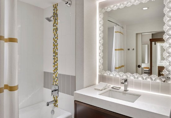 Alpharetta, GA: Guest Bathroom - Tub