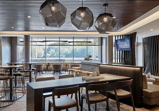 Grandville, MI: Lobby Lounge