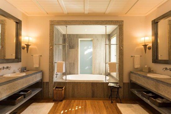 Matauri Bay, New Zealand: Kauri Cliffs Deluxe Family Suite ,Master Bathroom