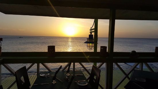 Ninos By The Sea: Beautiful sunset seen from upper level