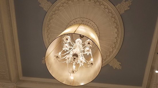 Sheraton Gunter Hotel San Antonio: Beautiful chandeliers you can only see from below.