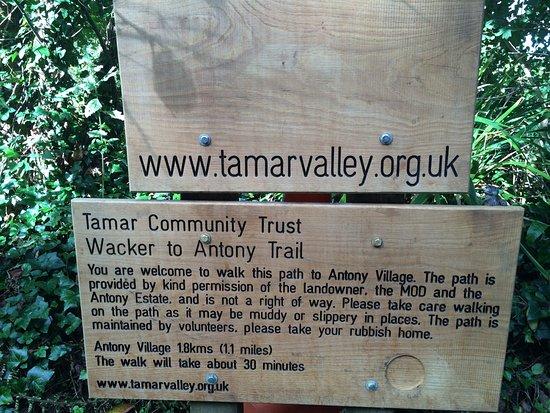 Wacker Quay: Trail sign
