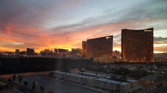 Las Vegas Marriott: Actual 15th floor strip view room at sunset