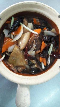 Beaufort, Malaysia: 豉椒苦瓜肉片,咸鱼花腩煲,清蒸石班,炸猪肉粿条汤,南乳鸡,甜酸鱼片,福建大面,东炎米粉汤,炸油条。