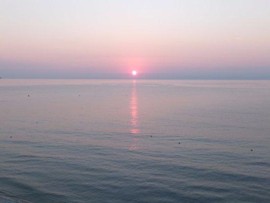 Baia del Sole Residence: All'alba dal balcone
