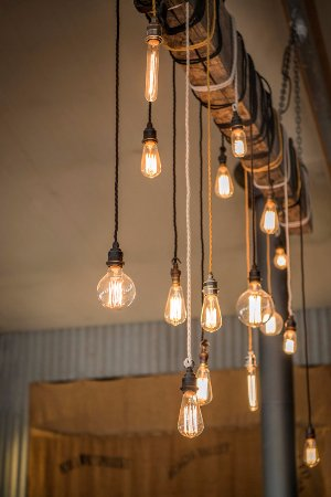 Woolshed Restaurant: Our Lights in the centre of the Restaurant