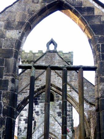 Hebden Bridge, UK: Atmospheric church ruins