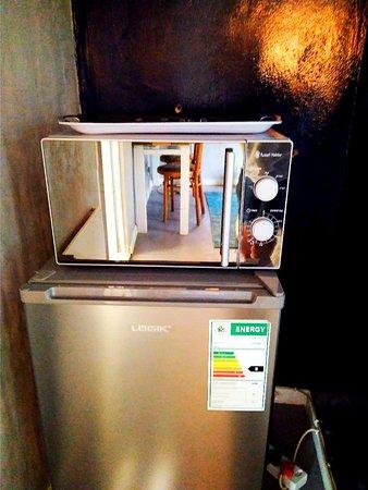 Gauteng, Sør-Afrika: Microwave and Fridge