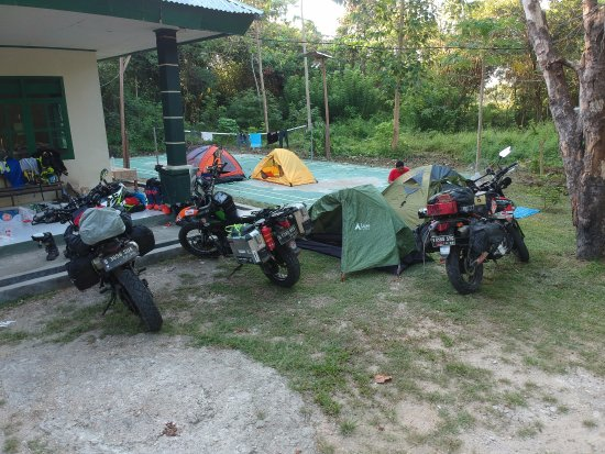 South East Sulawesi, Indonezja: Camping at the park's office yard