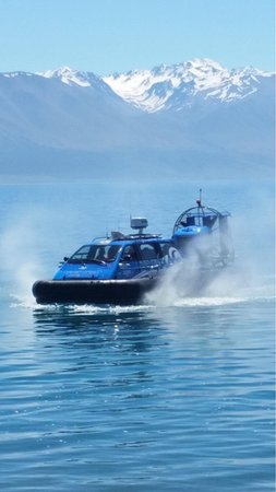 Twizel, Selandia Baru: Hovering on Lake Pukaki what a Day