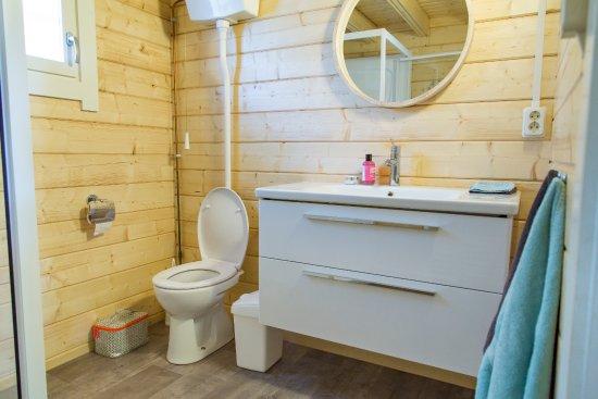 Comfortabele ruime badkamer in de Finse Lodge - Foto van RCN de ...