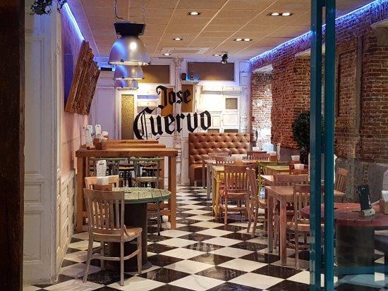 Cantina Canalla - G.Paredes: Zona de Cantina con tapas y tacos
