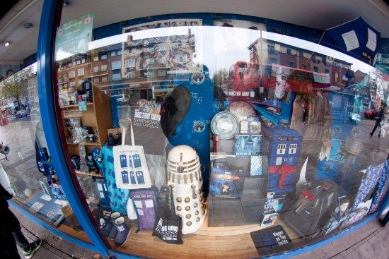 The Who Shop: esterni