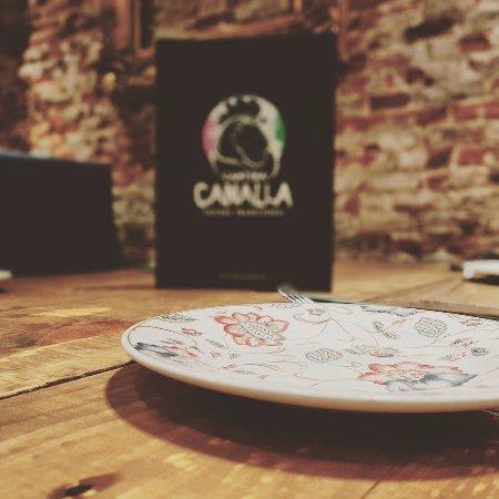 Cantina Canalla - G.Paredes: Nuestra vajilla Canalla